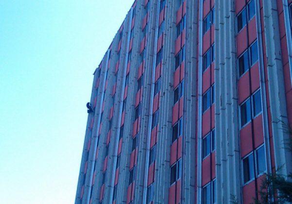 Jak naprawić elewację budynku?